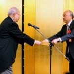 京都外国語大学理事長 森田嘉一氏感謝状贈呈(代理:長者氏)